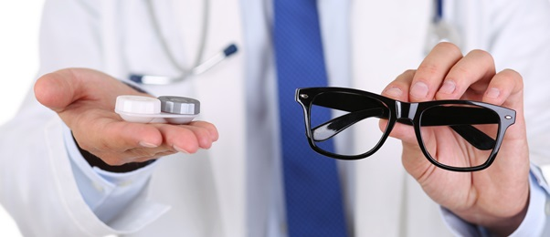Contacts Or Glasses – Which One Is Better?